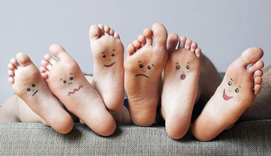 picture of many soles of feet